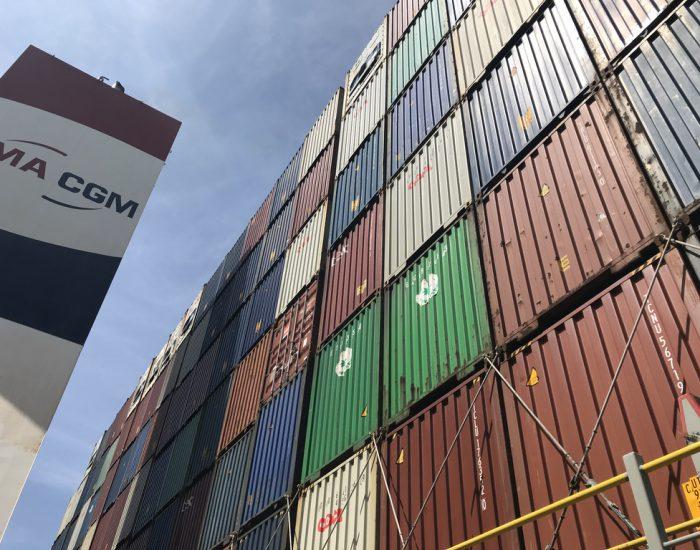 Blick auf Containertürme
