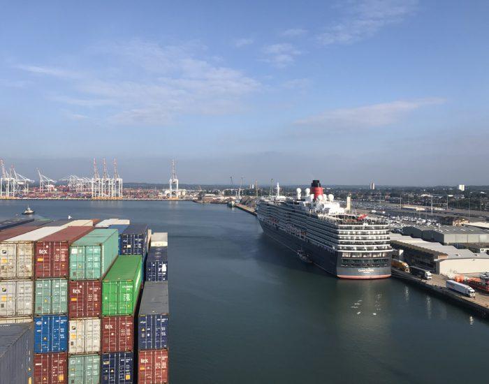 Blick auf das Containerterminal Southampton