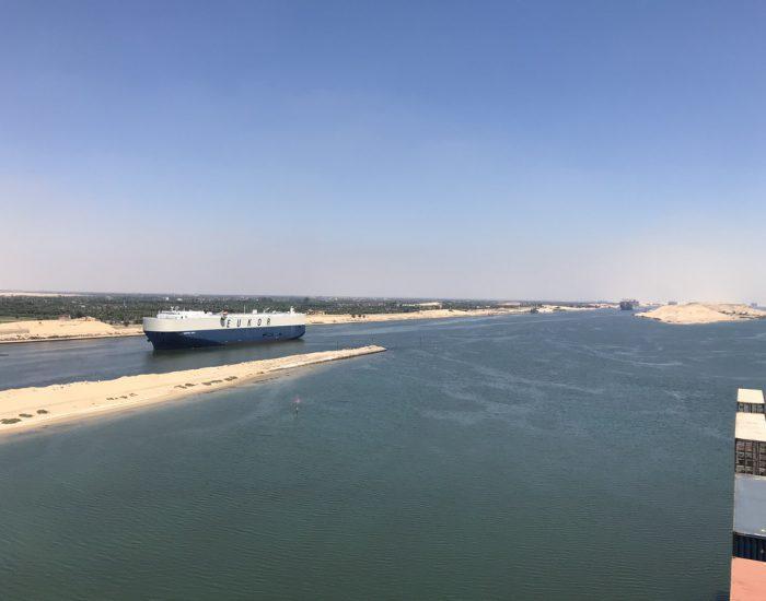 Nur an einer Stelle im Suez-Kanal können Schiffe sich begegnen