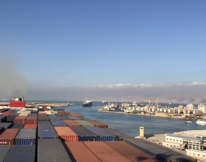 Konvoi im Suez-Kanal